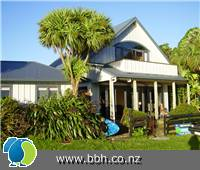 Image - Raglan Backpackers & Water Front Lodge